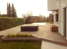 Jaccuzzi fermé + piscine + terrasse en bois