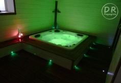 spa bois vue intérieure lumière verte