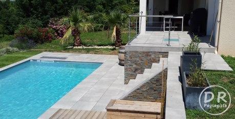 Terrasse carrelage et pin thermo avec parement schiste oxydé