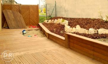 Terrasse en mélèze avec bac à sable