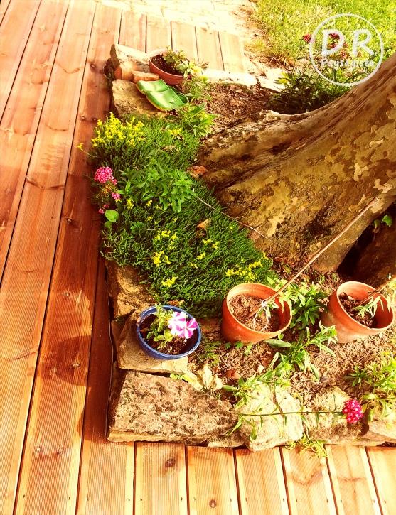 Terrasse en pin avec jardinière