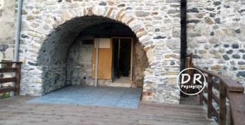 Intégration carrelage dans terrasse bois pour rappel de la pierre